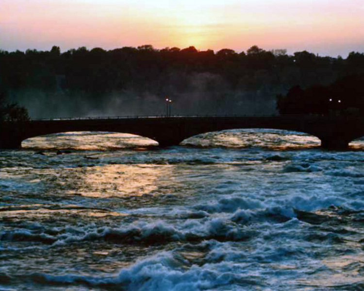 Night view of the Upper Niagara River and the Bridge to Goat Island (image/jpeg)