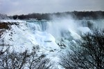 (Thumbnail) American Falls in Winter the day after the ice-boom broke (image/jpeg)
