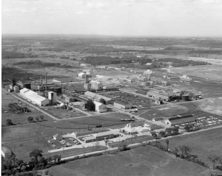 Aerial view of Cyanamid's Welland Plant in 1950 (image/jpeg)