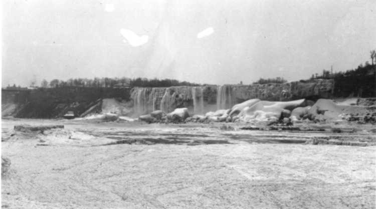 The American Falls covered with ice, as view from the Ontario Power Generating Station - 1909 (image/jpeg)