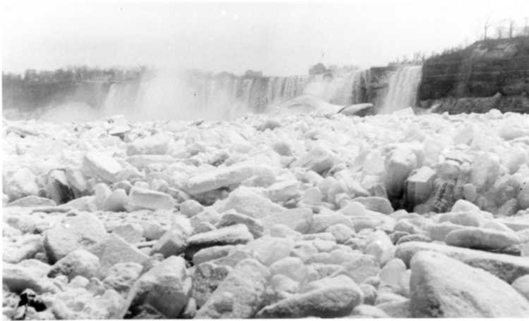 Ice conditions of the Niagara River, near The American Falls - 1928 (image/jpeg)