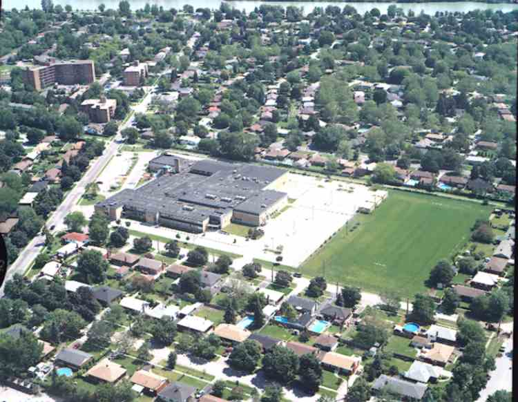 An aerial view of Holy Cross High School, St. Catharines, Ontario (image/jpeg)
