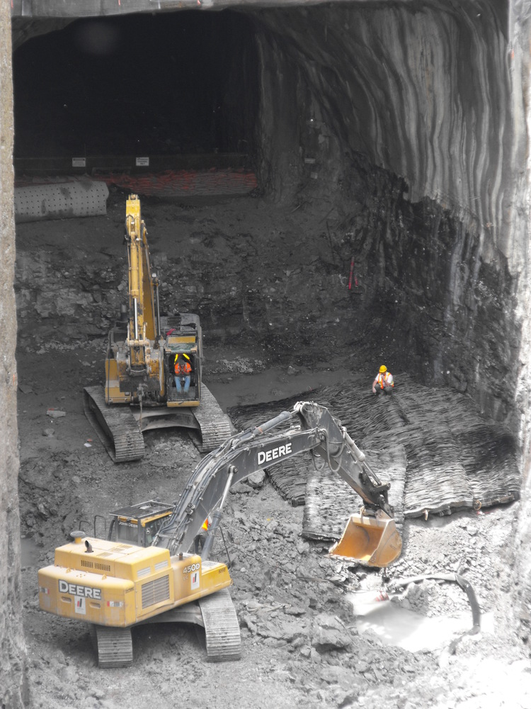 Niagara Tunnel Project - An entrance to the tunnel is excavated. (image/jpeg)