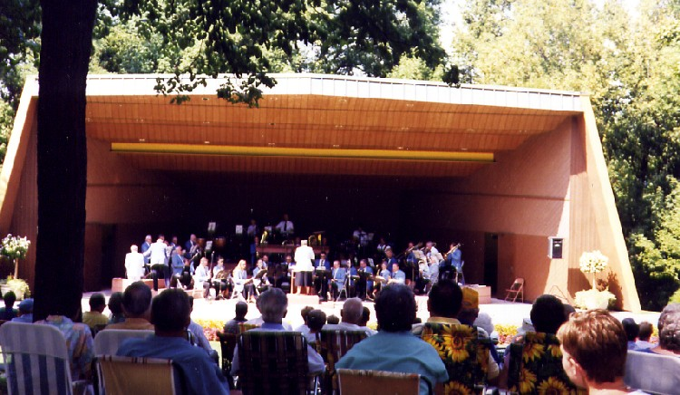 Bandshell at Queenston Heights - Sunday afternoon concert (image/jpeg)