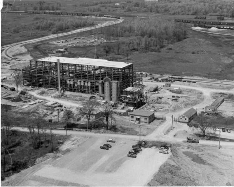 Aerial view of Cyanamid's Welland Plant - 1953 (image/jpeg)