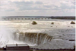 (Thumbnail) Horseshoe Falls with the International Control Dam in the background (image/jpeg)