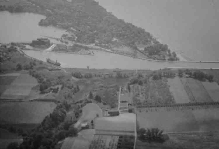 Aerial View of Port Dalhousie - End of the first three canals (image/jpeg)