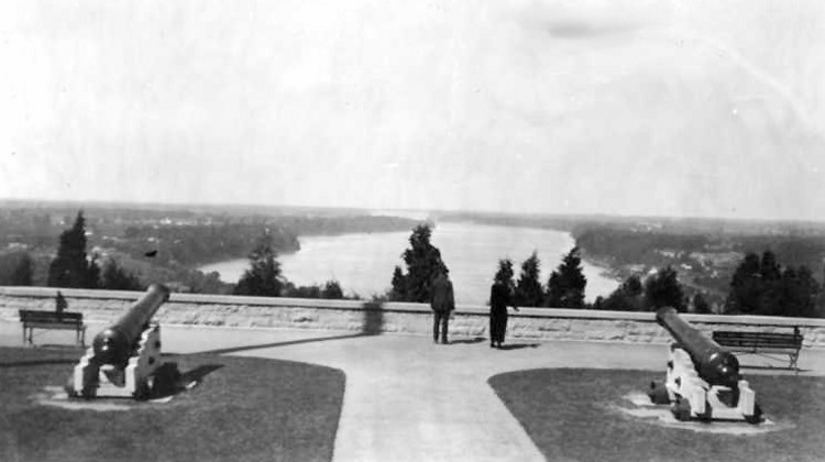 The lower Niagara River seen from Queenston Heights Park Overlook Area (image/jpeg)