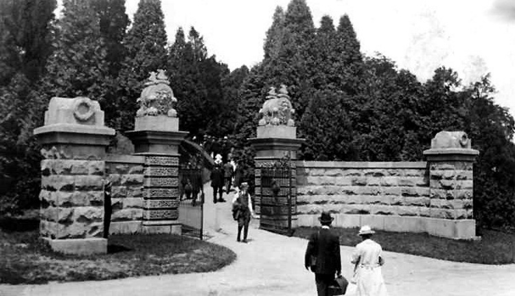 Entrance to Queenston Heights Park (image/jpeg)