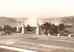(Thumbnail) Mowat Gate the entrance to Queen Victoria Park, Horseshoe Falls in background (image/jpeg)