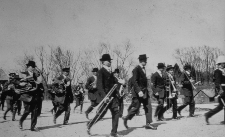 Band and soldiers marching in parade in the village of Chippawa (image/jpeg)