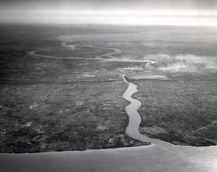 Aerial View of the Niagara River (image/jpeg)