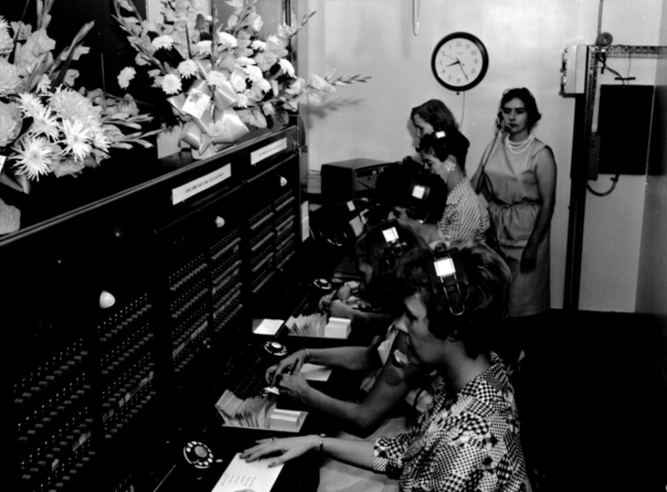 City Wide Telephone Services - switchboard operators at opening of the Niagara Falls branch (image/jpeg)
