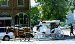 (Thumbnail) Niagara-on-the-Lake - Queen St business section, horse drawn carriage (image/jpeg)