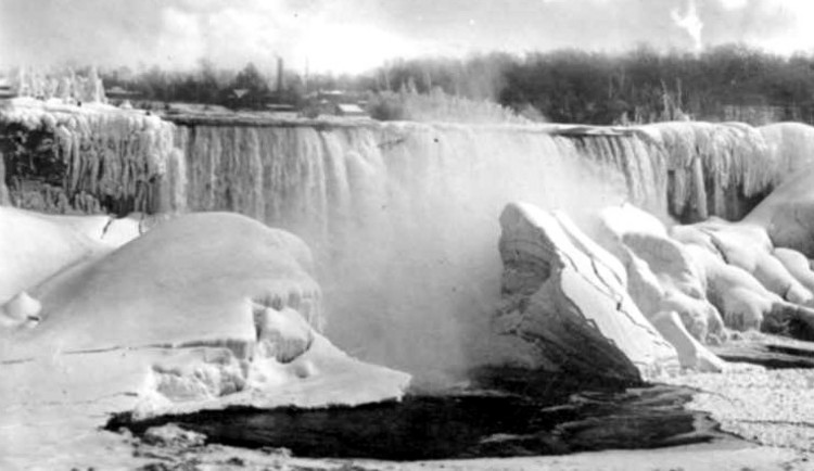 Huge ice formation built up in front of the American Falls in the  lower Niagara River (image/jpeg)