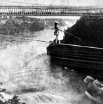 (Thumbnail) Maria Spelterini crossing from the U.S. side to Canada with her feet in baskets (image/jpeg)