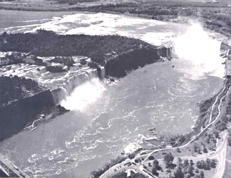 Aerial view of  the American and Horseshoe Falls (image/jpeg)