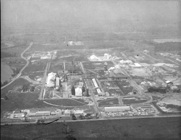 Aerial view of Cyanamid's Welland Plant, ca 1962 (image/jpeg)