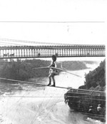 (Thumbnail) Maria Spelterini returning to the U.S.A. side on rope (image/jpeg)