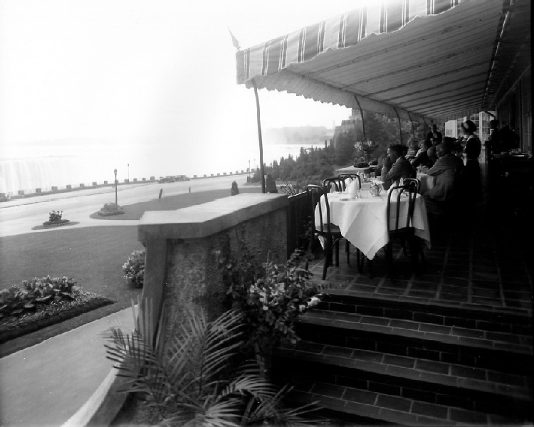 Verandah, Park Restaurant, Queen Victoria Park, Horseshoe Falls in background (image/jpeg)