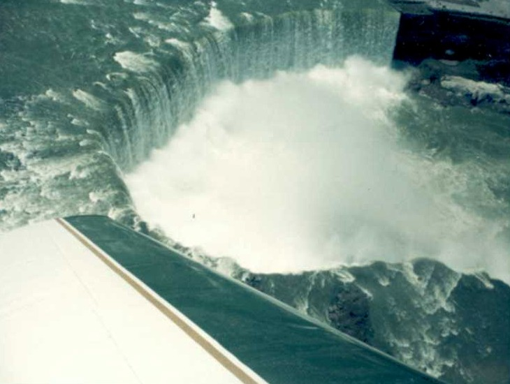 Aerial view of the Horseshoe Falls from an Airplane (image/jpeg)