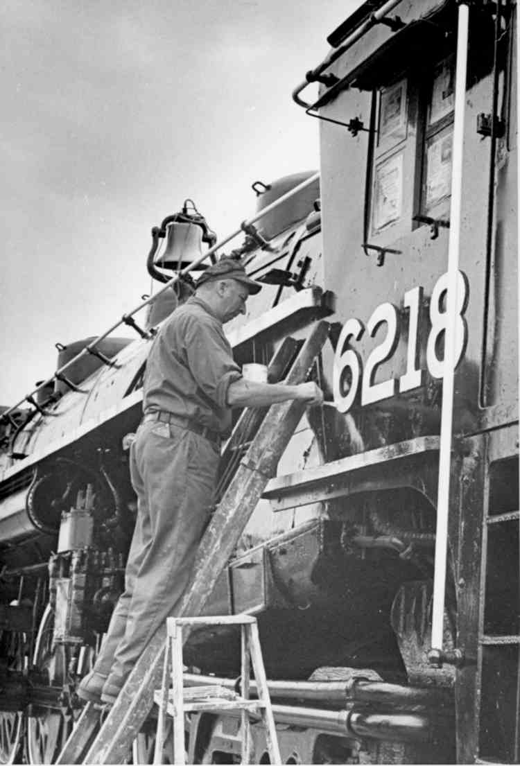 Unknown workman painting the Numbers on a Train (image/jpeg)