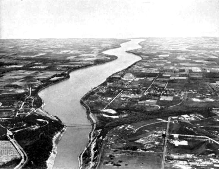 Aerial view of the Lower Niagara River, with the Queenston - Lewiston Bridge in the foreground (image/jpeg)
