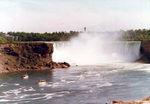 (Thumbnail) Horseshoe Falls with the Maid of the Mist boats in the foreground (image/jpeg)