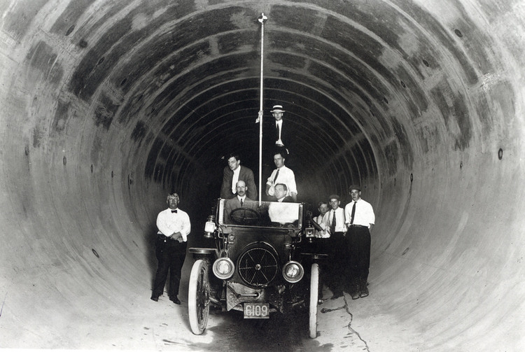 Inspection of one of the conduits for the Ontario Power Company (image/jpeg)
