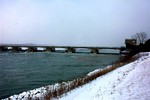 (Thumbnail) International Control Dam looking upriver in winter (image/jpeg)