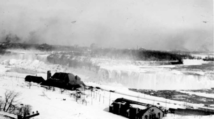 Aerial view overlooking the Horseshoe Falls and American Falls in Winter (image/jpeg)