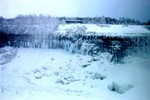 (Thumbnail) Goat Island in winter with observation platform from Canadian side (image/jpeg)