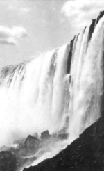 (Thumbnail) Horseshoe Falls - the view from the base of the Falls (image/jpeg)