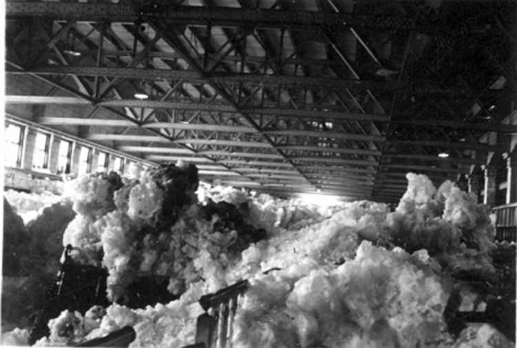 The Ontario Hydro Power Plant full of Ice from the Niagara River, Niagara Falls, Ont. - 1938 (image/jpeg)