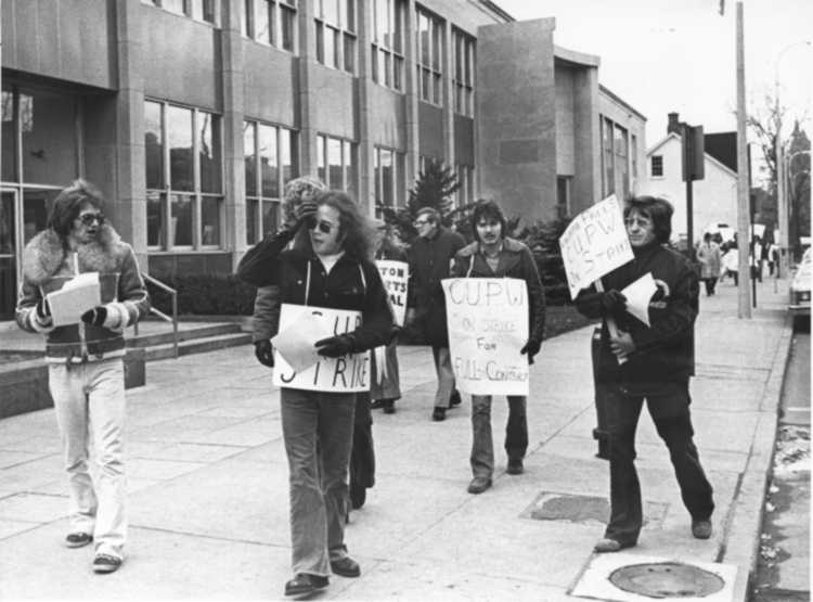 Canadian Union of Postal Workers [CUPW] on Strike at the post office on Church Street St. Catharines (image/jpeg)