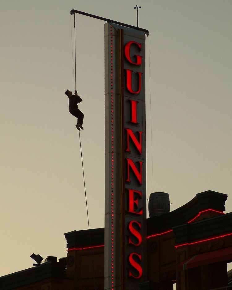 Clifton Hill at Dusk - Guinness Book of World Records Museum sign (image/jpeg)