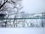 (Thumbnail) Brink of Horseshoe Falls & Goat Island from upriver in winter (image/jpeg)