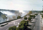 (Thumbnail) Niagara Parkway with American and Horseshoe Falls in the background (image/jpeg)