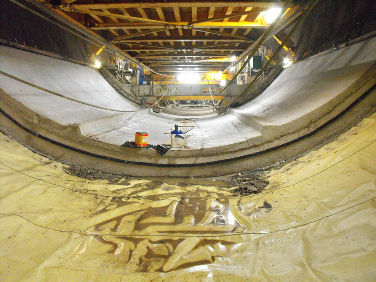 Niagara Tunnel Project - A section of tunnel floor, nearing completion. (image/jpeg)