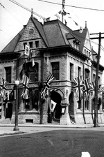 (Thumbnail) The Old Niagara Falls Post Office - Decorated In Honour of the H.R.H. Prince of Wales (image/jpeg)