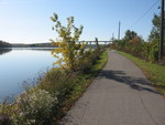 (Thumbnail) Fall Colours : The Welland Canal Trail Between Locks Two and Three Looking South with the Garden City Skyway in the Background (image/jpeg)