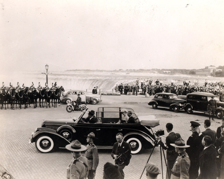 1939 Royal Tour of King George VI and Queen Elizabeth - Arrival of Motorcade to Horseshoe Falls, Niagara Falls, Canada (image/jpeg)