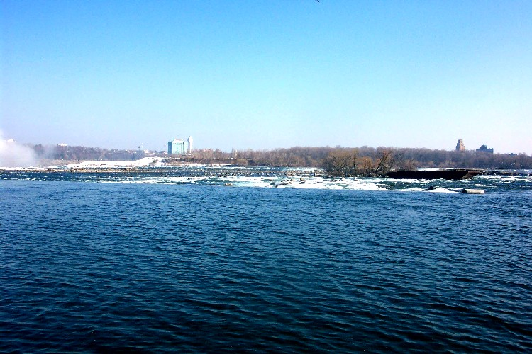 Niagara River & skyline at brink of Falls - old scow in foreground (image/jpeg)