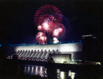 (Thumbnail) Fireworks light up the sky over the Robert Moses Power Generating Station Niagara Falls New York, viewed from Canada (image/jpeg)