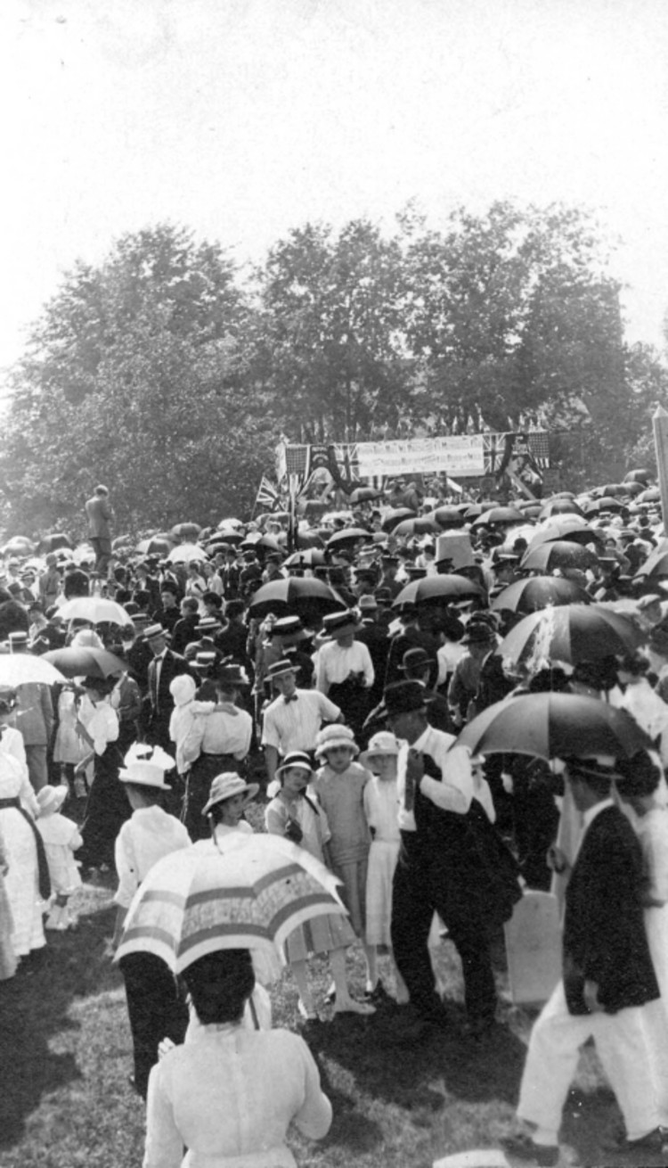 100th Anniversary of the Battle of Lundy's Lane Parade - July 25, 1914 - Crowds at the Parade (image/jpeg)