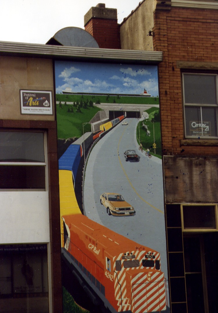 Welland East Main St - mural depicting CP Rail train exiting Town-Line Tunnel (image/jpeg)