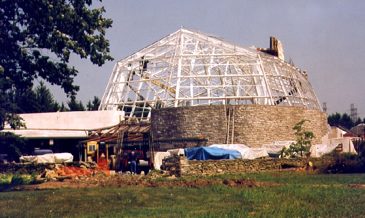 Niagara Parks Commission Butterfly Conservatory - construction of dome (image/jpeg)