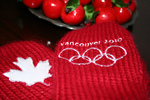 (Thumbnail) 2010 Olympic Torch Relay in Niagara Falls - Official Olympic Mittens Worn by Meron Lomas to Photograph the Relay (image/jpeg)