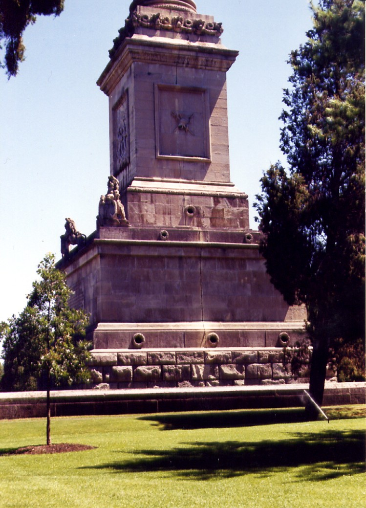 Queenston Heights - close up view base of Brock's monument - tribute to Sir Isaac Brock (image/jpeg)