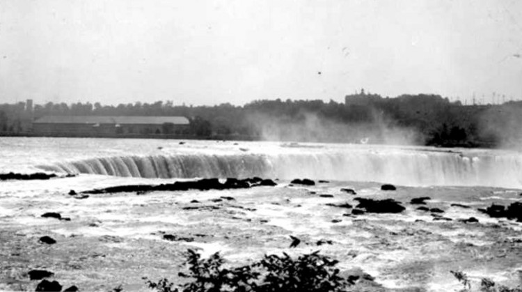 Brink of the Horseshoe Falls and the Upper Niagara River from Goat Island, Canadian Niagara Power Plant in background (image/jpeg)